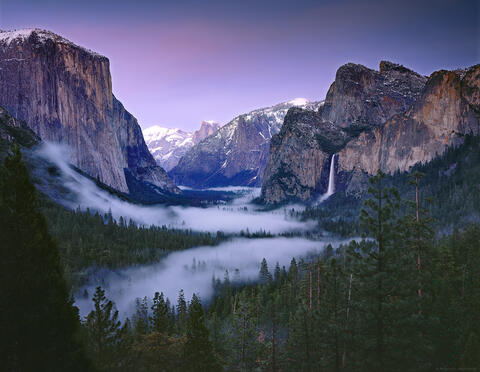 Yosemite Valley from Tunnel View featuring Bridalveil Falls, Half Dome, El Capitan, Clouds rest, Sentinel Rock, Sentinel Dome and The Cathedral Rocks.