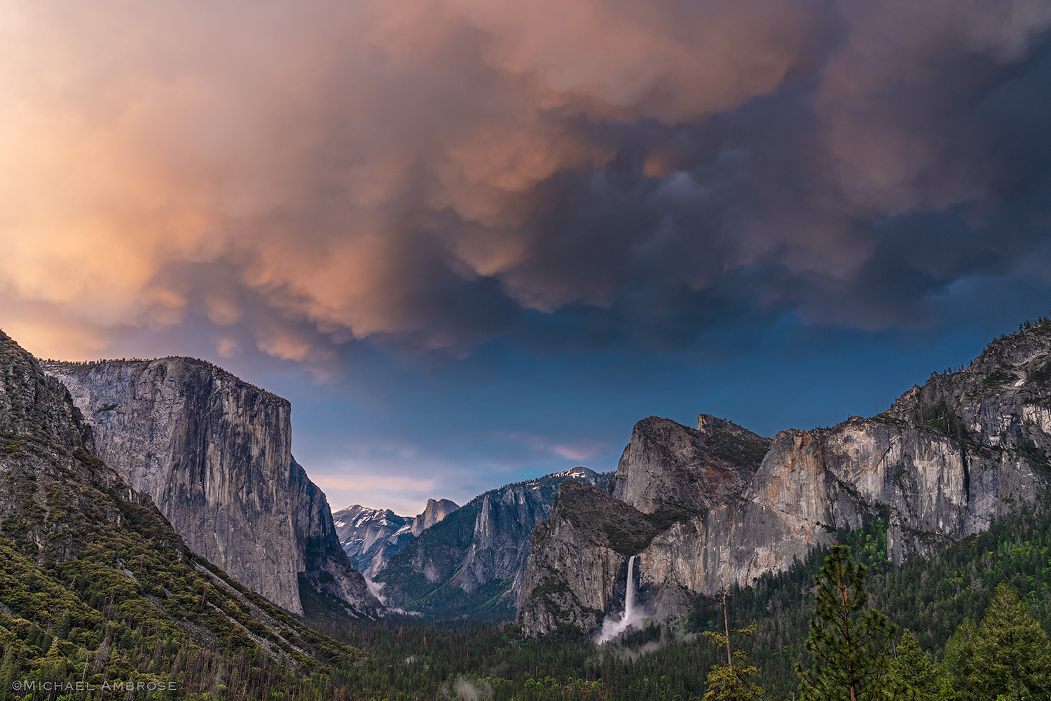 Tunnel View in Yosemite with views of El Capitan, Half Dome, and Bridalveil Fall at sunset.